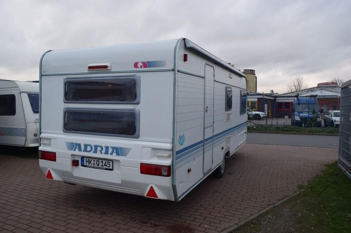Wohnmobil Mit Etagenbett Und Festbett : Adria wohnwagen mit etagenbetten campanda