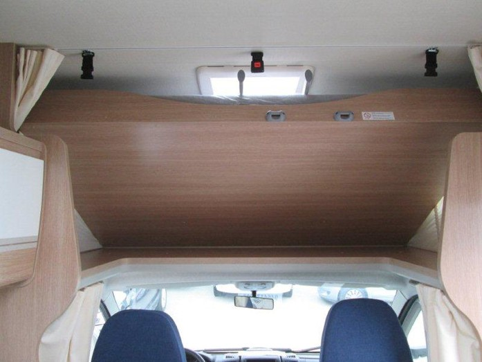 Wohnwagen Sunlight Etagenbett : Sunlight a68 wohnmobil mit etagenbett 21982475 campanda.de