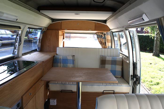 der vw t2 bay window von 1973 ein 22613502. Black Bedroom Furniture Sets. Home Design Ideas