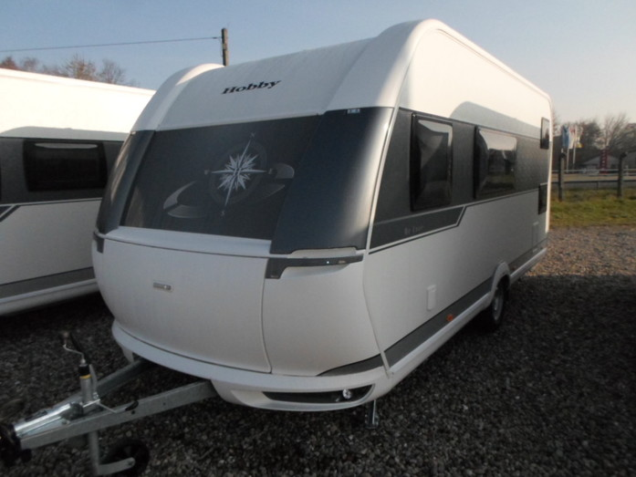 Wohnwagen Mit Doppel Etagenbett : Hobby 490 kmf de luxe wohnwagen mit 26916337 campanda.de