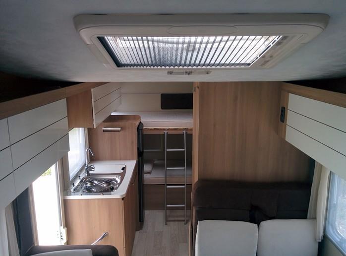 Campingbus Etagenbett : Etagenbett wohnmobil mercedes sprinter campingbus cs