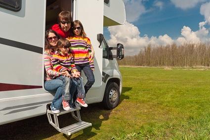 Familie im Wohnmobil