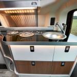 Küchenzeile in einem T5 Westfalia Camper