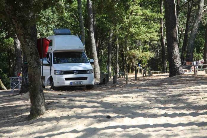 Westfalia Camper auf einem Campingplatz