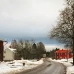 winterliche Straße in einem schwedischen Dorf