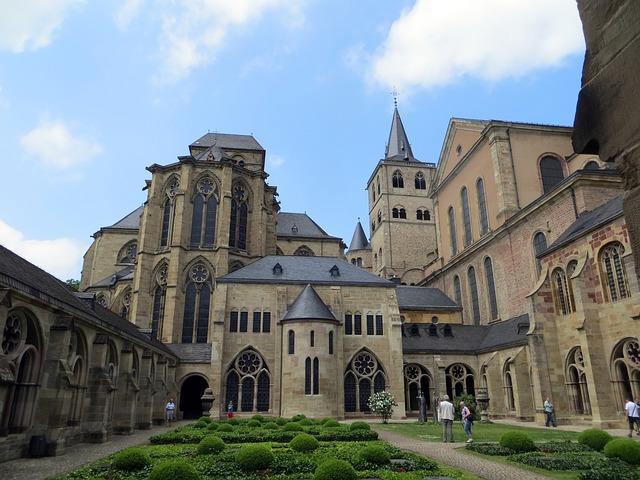 Dom Trier Innenhof