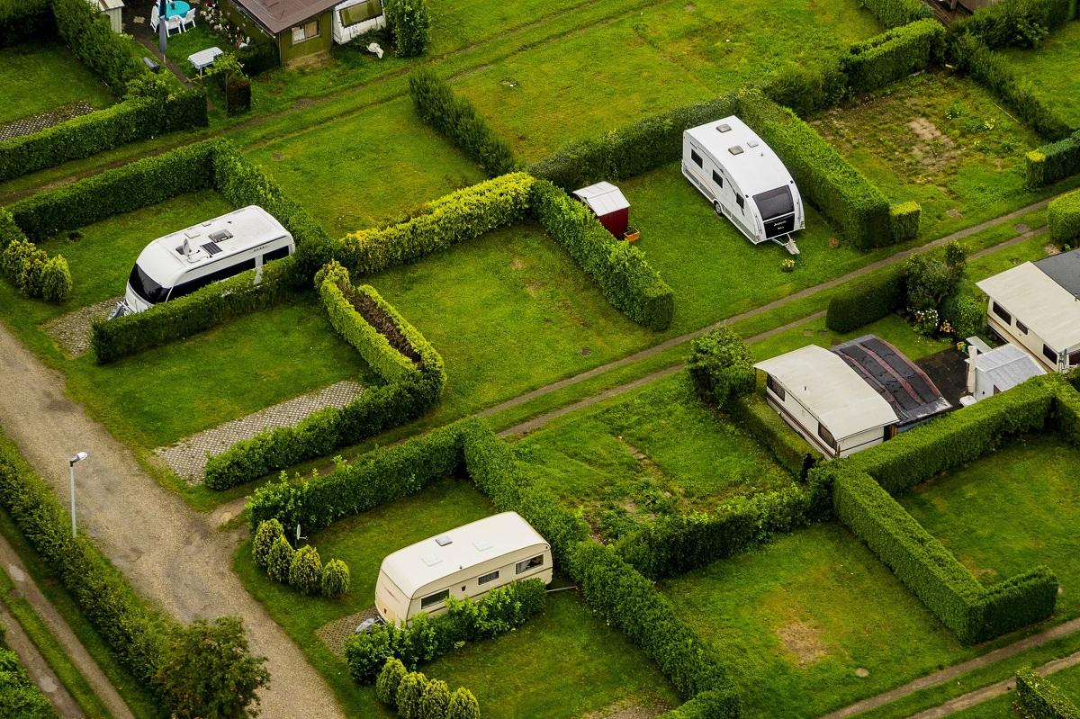 Wohnmobilstellplatz oder Campingplatz? Unterschiede und Reisetipps