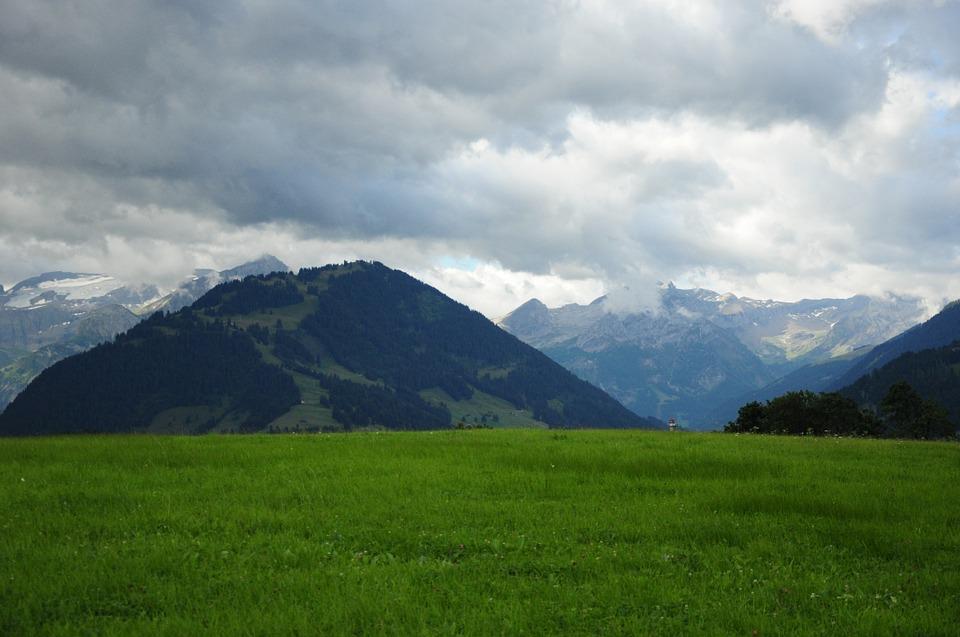 Gstaad Blick auf die Alpen