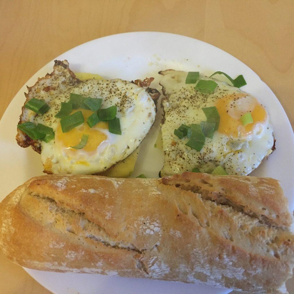 Camper-Frühstück fertig angerichtet