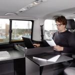 Buerobox-im-Volkswagen-T6-mit-Drucker-Laptop-230V-Versorgung-und-Tischen2