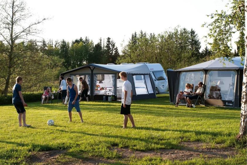 Fussball auf dem Campingplatz