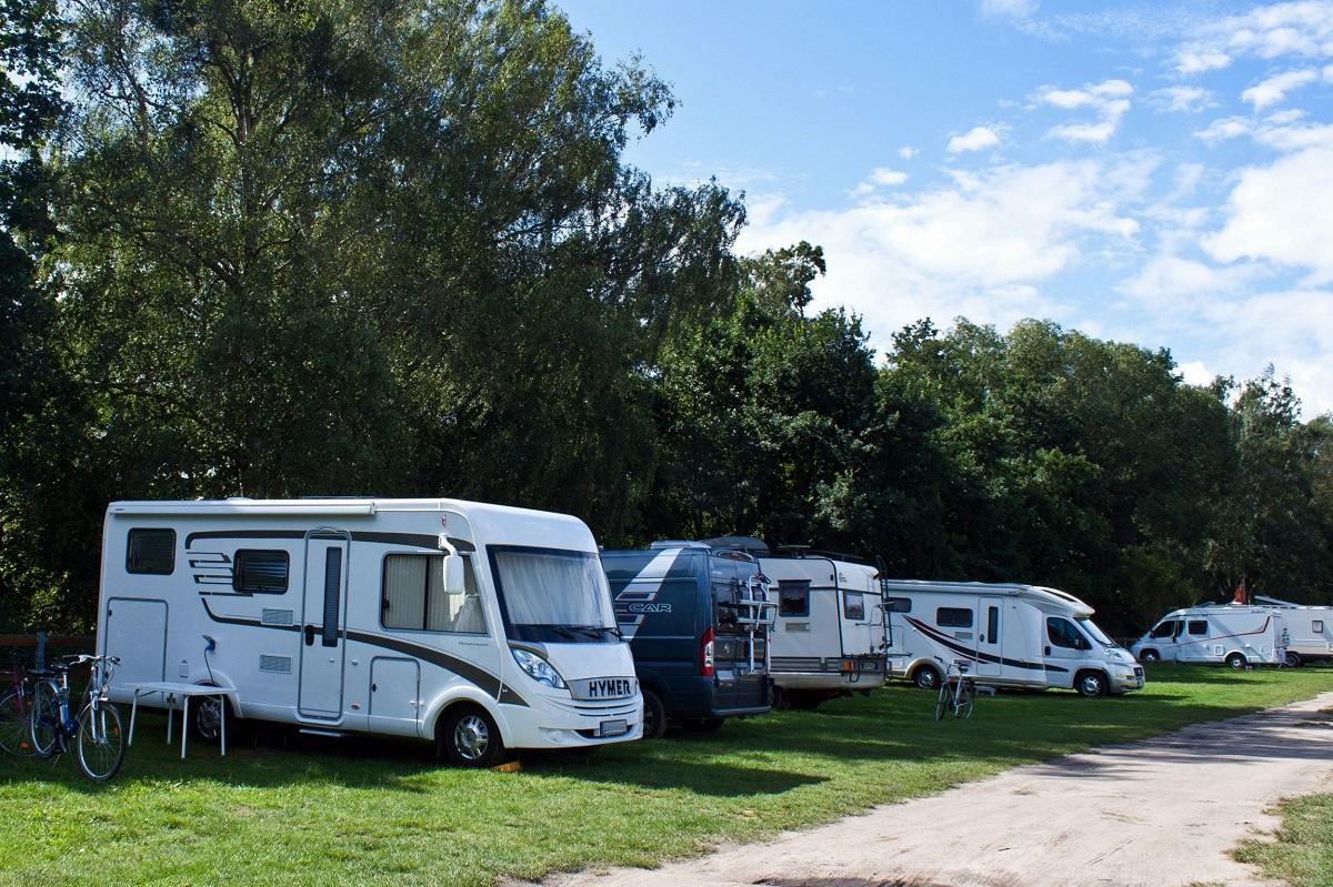 Stellplatz vs. Campingplatz: Das sollten Sie beachten