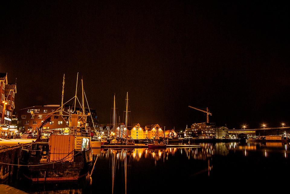 Fischerdorf bei Nacht