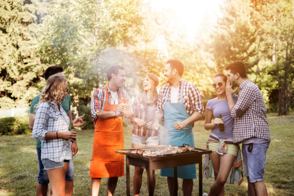 Gemeinsames Grillen Camping