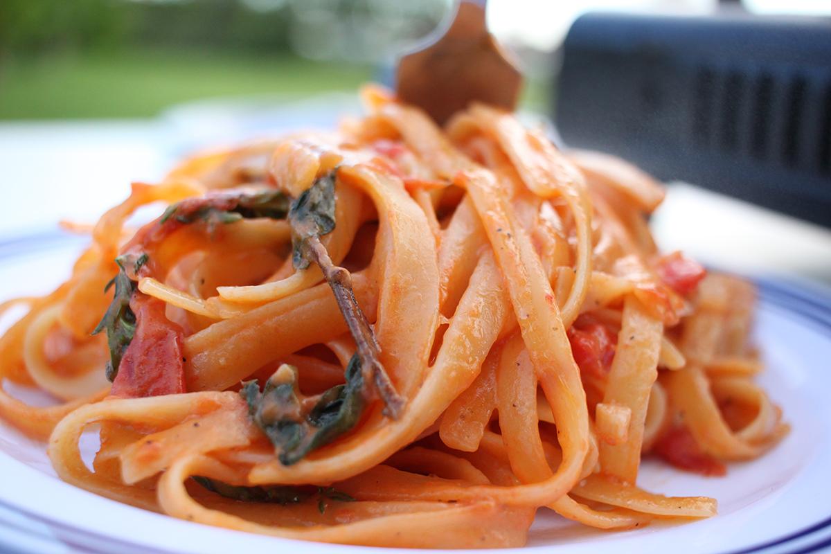 Diese One-Pot-Pasta lässt sich schnell und unkompliziert zubereiten.