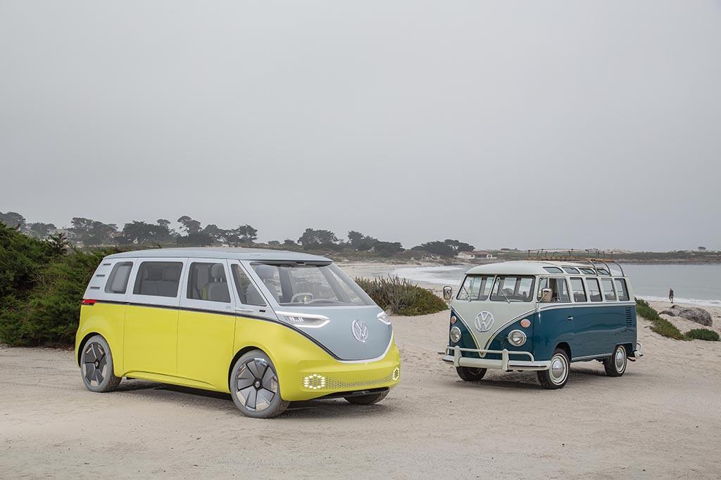 VW I.D. Buzz neben VW T1