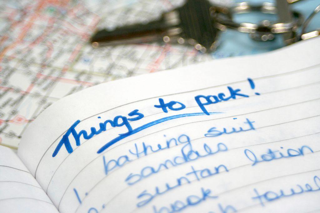 Mit einer Packliste kann es gut organisiert in den Urlaub gehen.