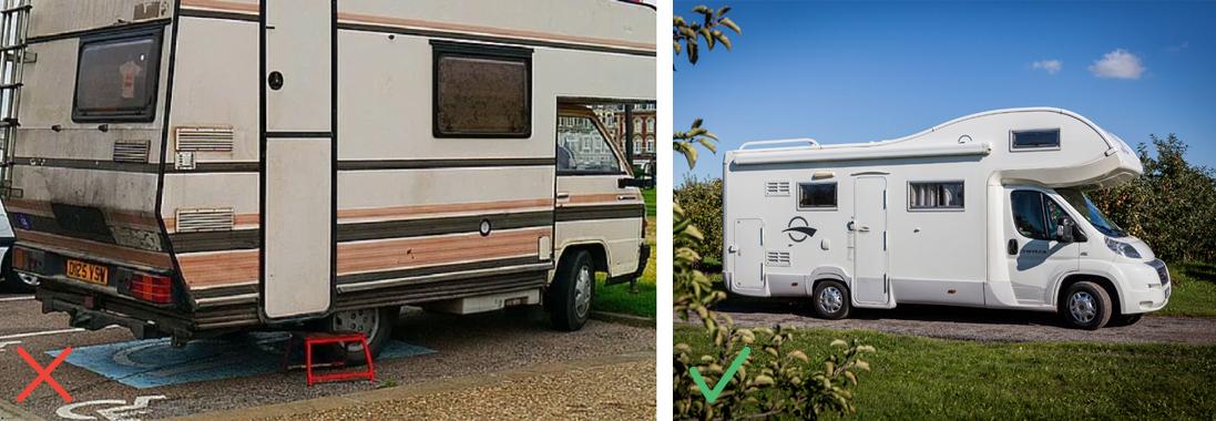 ein schmutziges Wohnmobil und ein glänzend weißes Wohnmobil im Obstgarten