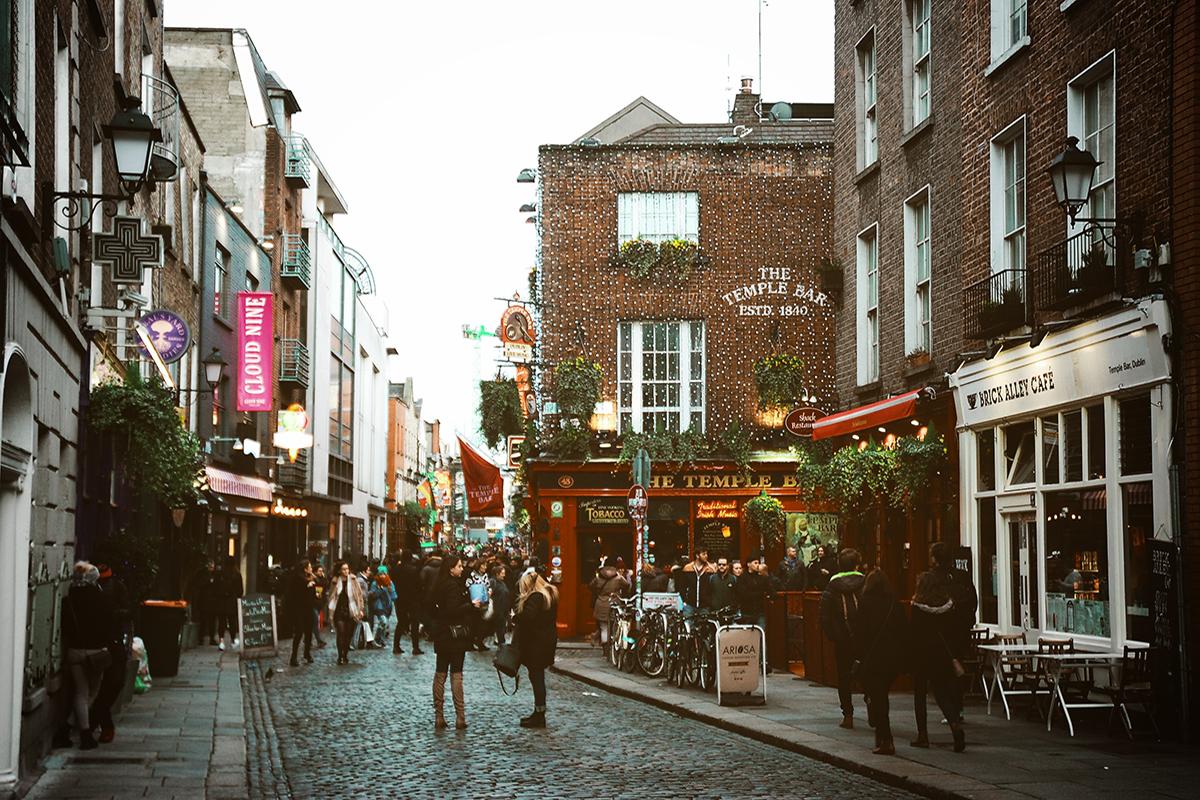 Das Kultur- und Vergnügungsviertel in Dublin ist Temple Bar