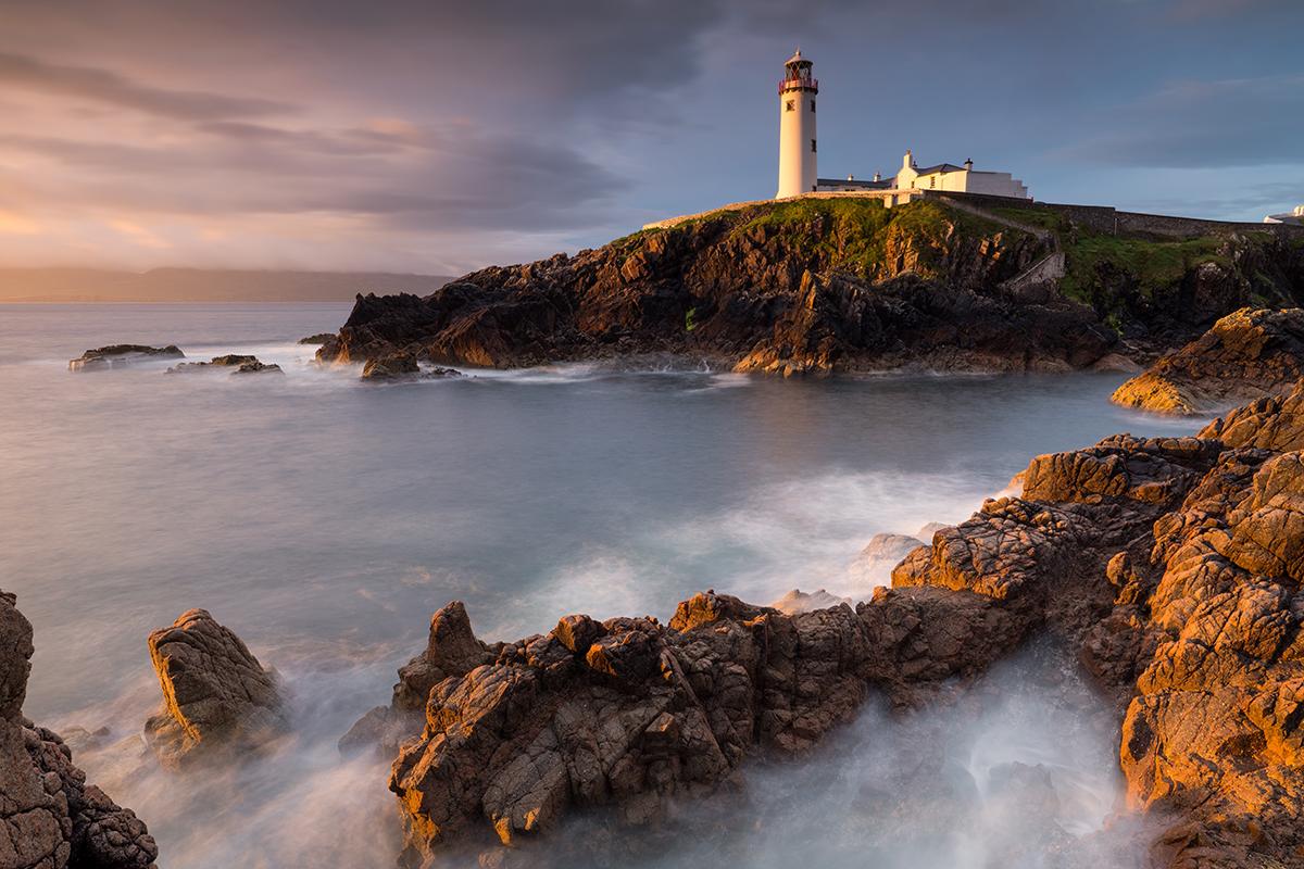 Der Leuchtturm der Halbinsel Fanad wurde nach einem großen Seeunglück 1811 errichtet. Einziger Überlebender war damals der Papagei der Kapitäns.