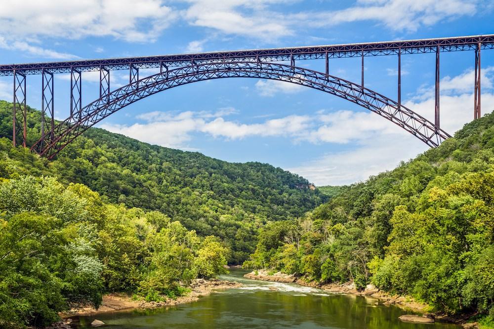 Die Stahlbrücke New River Gorge Bridge.