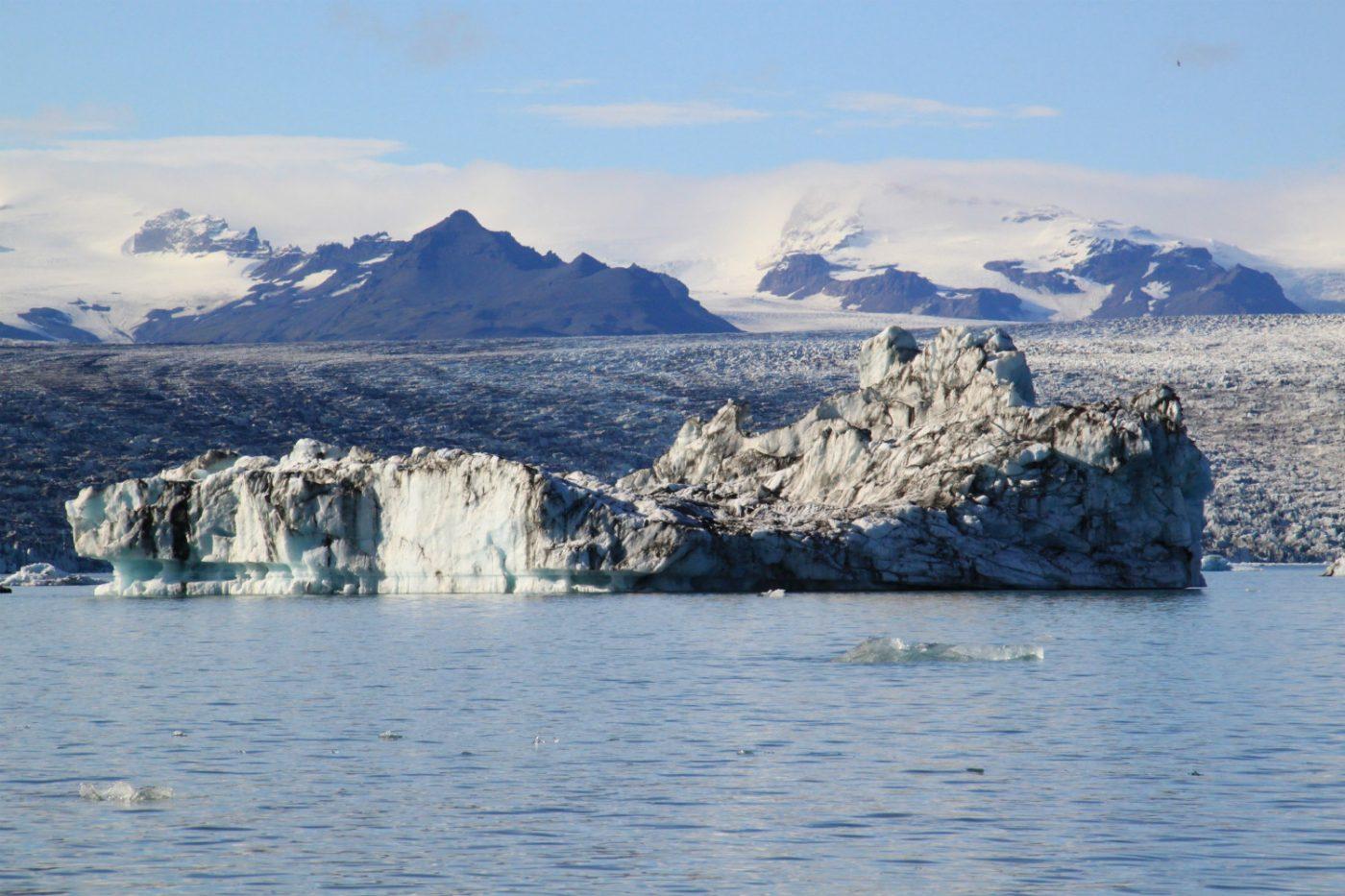 Die Gletscherlagune Jökulsárlon, in der sich das Schmelzwasser des Gletschers Vatnajökull sammelt