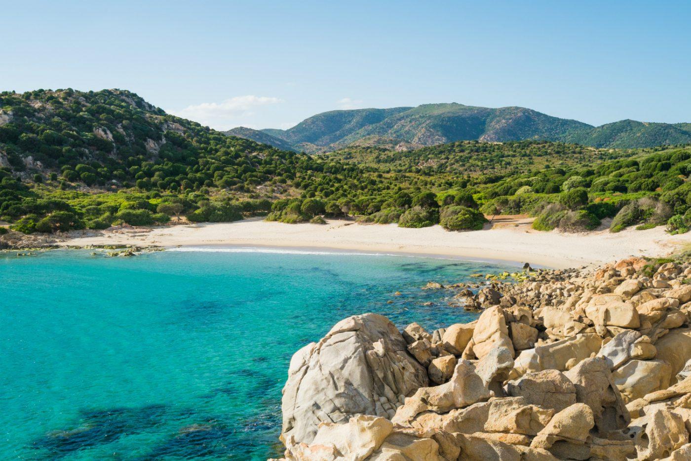 Ein Strand in Sardinien.