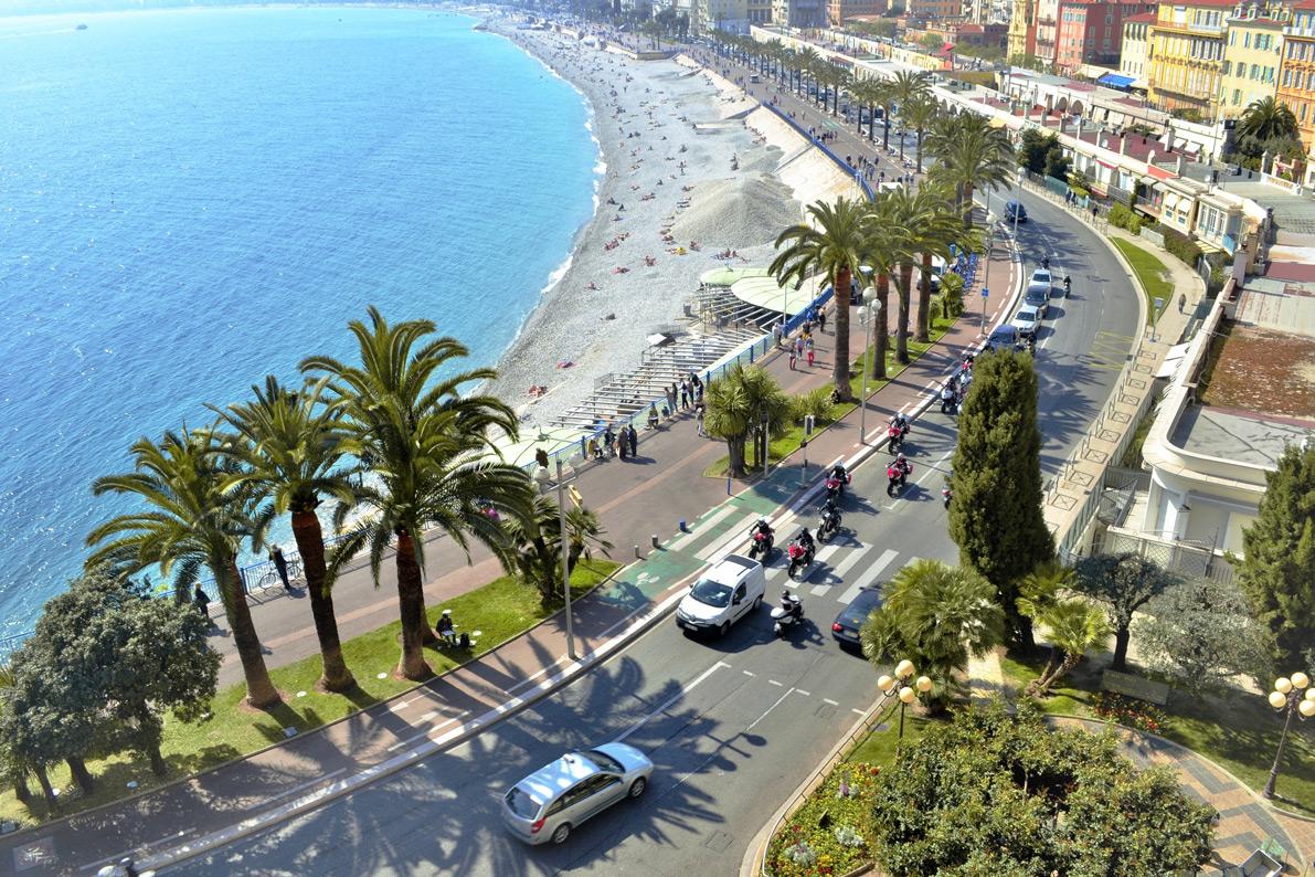 Die Küste des Mittelmeers in Nizza, Frankreich.