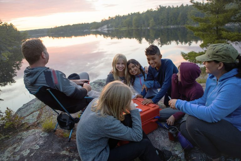 Camping mit älteren Kindern: So gelingt der Wohnmobilurlaub mit den kleinen großen Persönlichkeiten