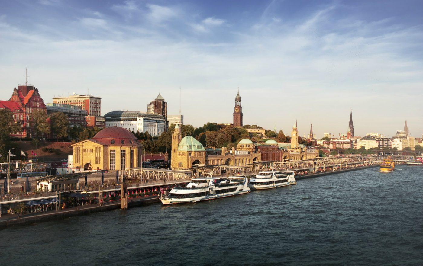 Die Landungsbrücke in Hamburg.