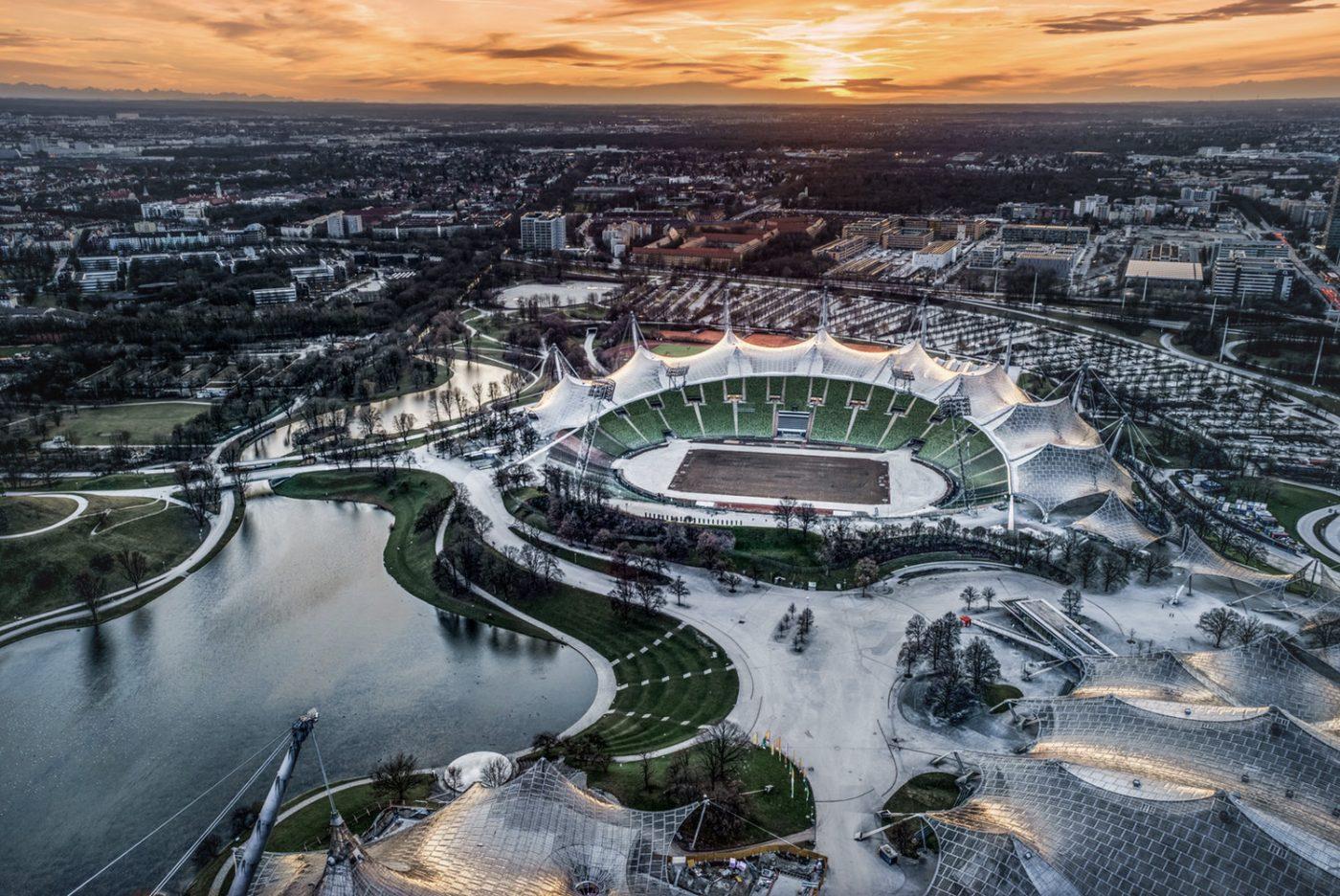 München aus der Vogelperspektive. Im Vordergrund ist das Olympiastadion zu sehen.