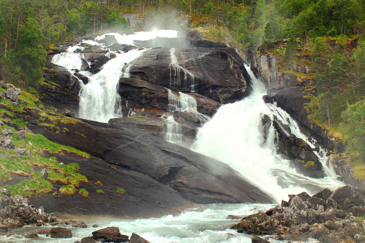 Der Wasserfall Tveitafossen in Norwegen.