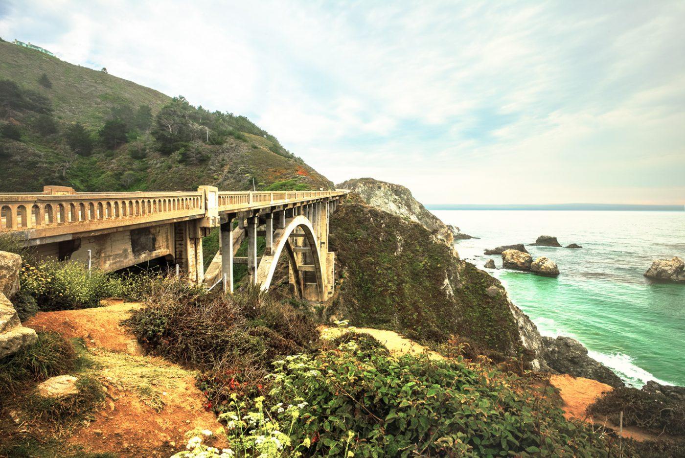 Die Bixby Creek Bridge in Kalifornien, USA.