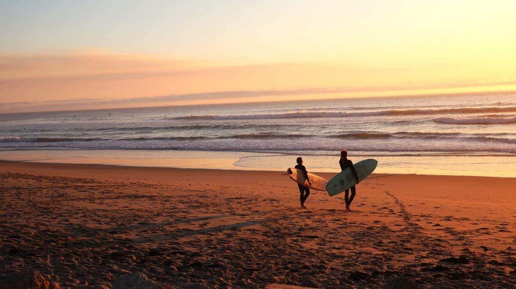 Surfer an Portugals Atlantikküste