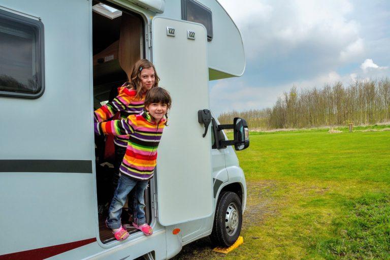 Campingurlaub zu Viert: Welches Wohnmobil für 4 Personen ist am besten?