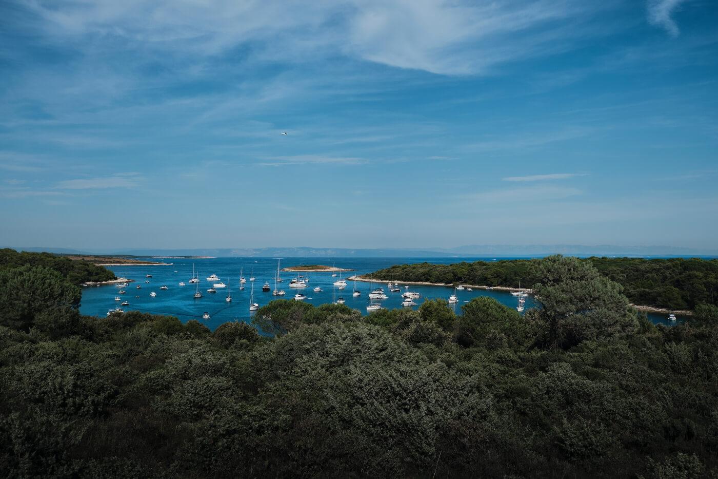 Bucht mit Booten in Istrien