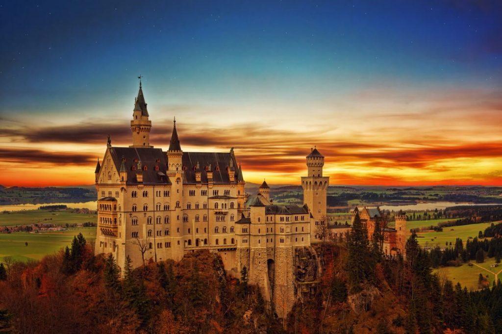 Schloss Neuschwanstein im Sonnenuntergang